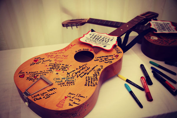 guitar-wedding-guestbook-idea