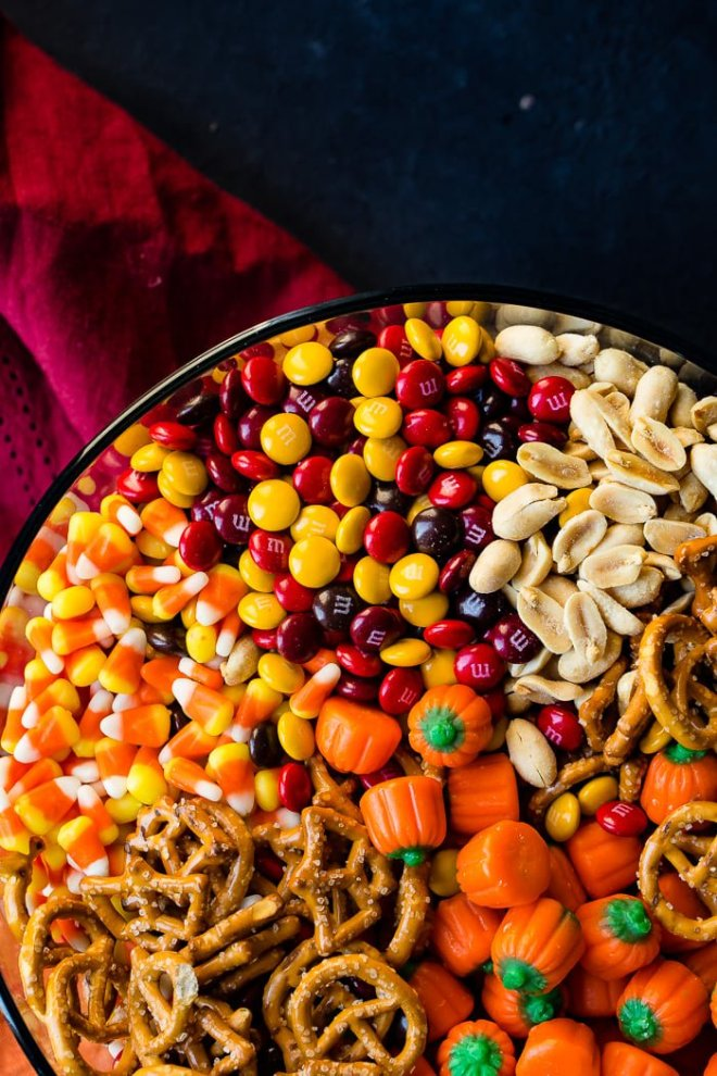 halloween-snack-mix-candy-corn-candy-pumpkins-2